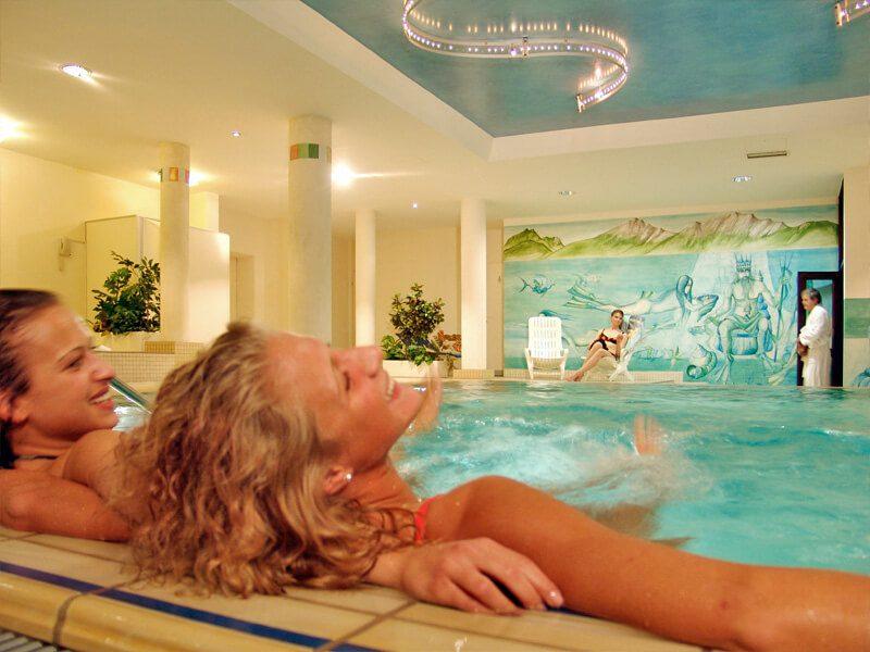 Pool im AMBER HOTEL BAVARIA Bad Reichenhall