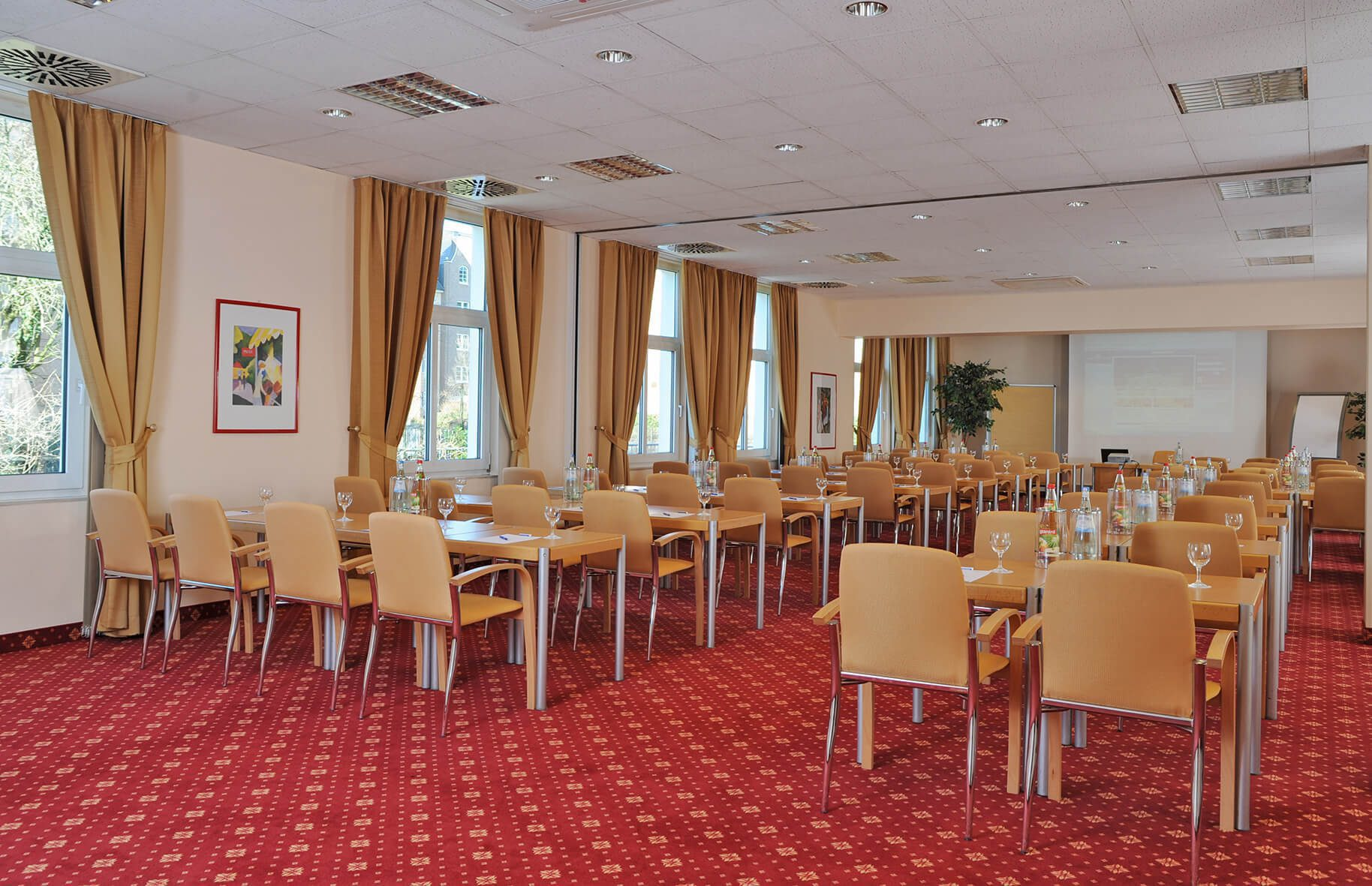 Bestuhlter Tagungsraum München und Hamburg im AMBER HOTEL Hilden/Düsseldorf