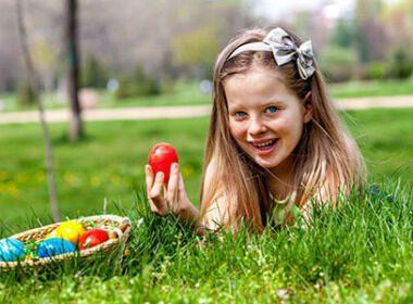 Mädchen mit Osterei © Gennadiy Poznyakov/123rf.com