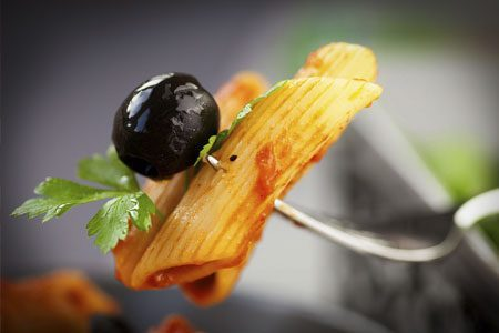 Penne mit Olive und Tomatensoße