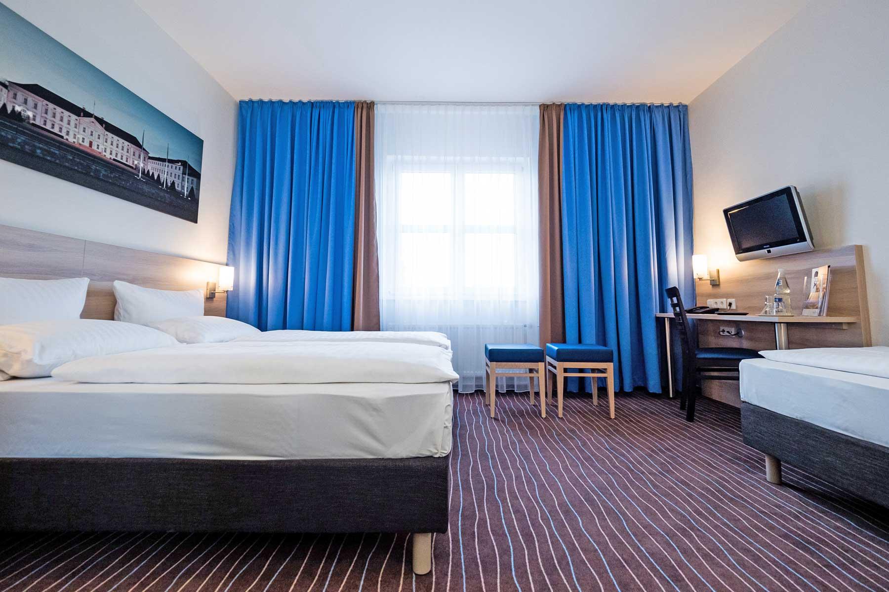 Bild vom Comfort 3-Bett Zimmer im AMBER ECONTEL Berlin-Charlottenburg