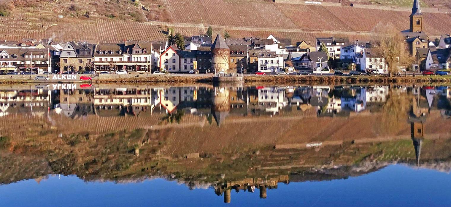 Panorama-Alken vom Wasser, Bild: Moselhotel Burg-Café Alken