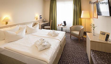 AMBER HOTEL Chemnitz Park Business Zimmer mit Bademantel 2 Personen