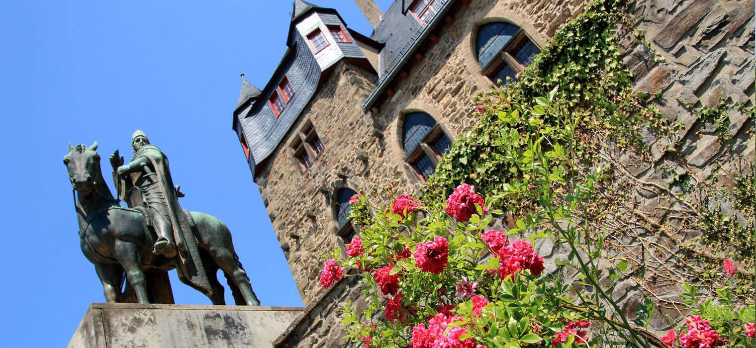 Schloss Burg an der Wupper, 46 km vom AMBER HOTEL in Hilden entfernt, Foto © mitifoto/Fotolia.com