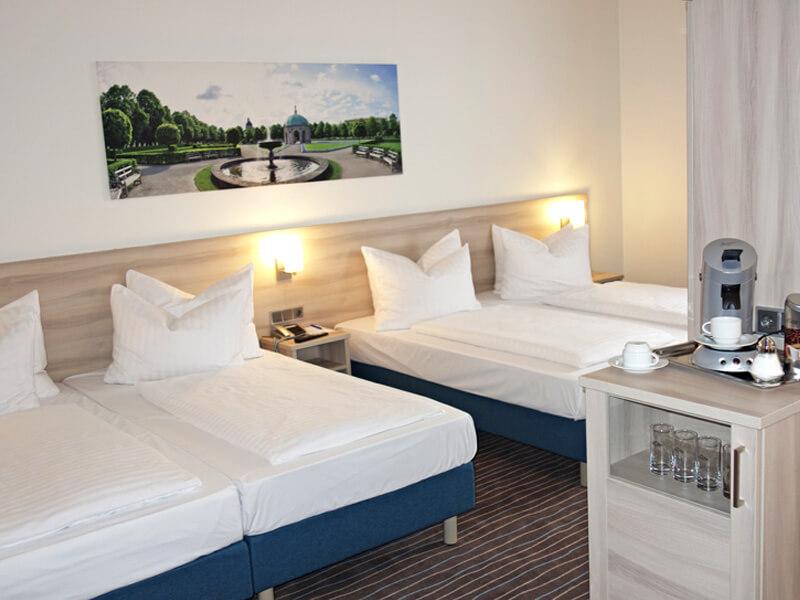 ECONTEL HOTEL MÜNCHEN: WOHNBEISPIEL – ROOM EXAMPLE